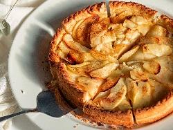 Немски сладкиш с нискомаслена извара и карамелизирани ябълки - снимка на рецептата